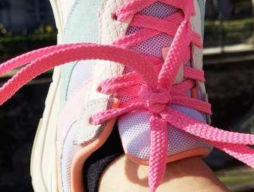 Wagen Sie es diesen Sommer, farbige Schnürsenkel zu tragen!